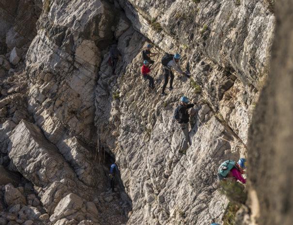 2 climb horizontal